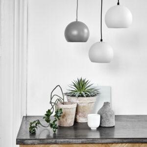 Lampa wisząca Ball 18cm matowa Frandsen