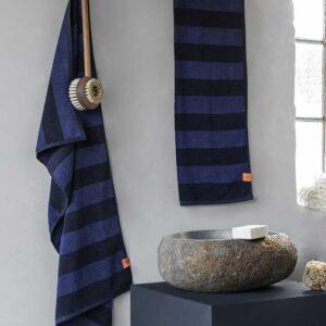 Ręcznik Aros ciemny niebieski Mette Ditmer